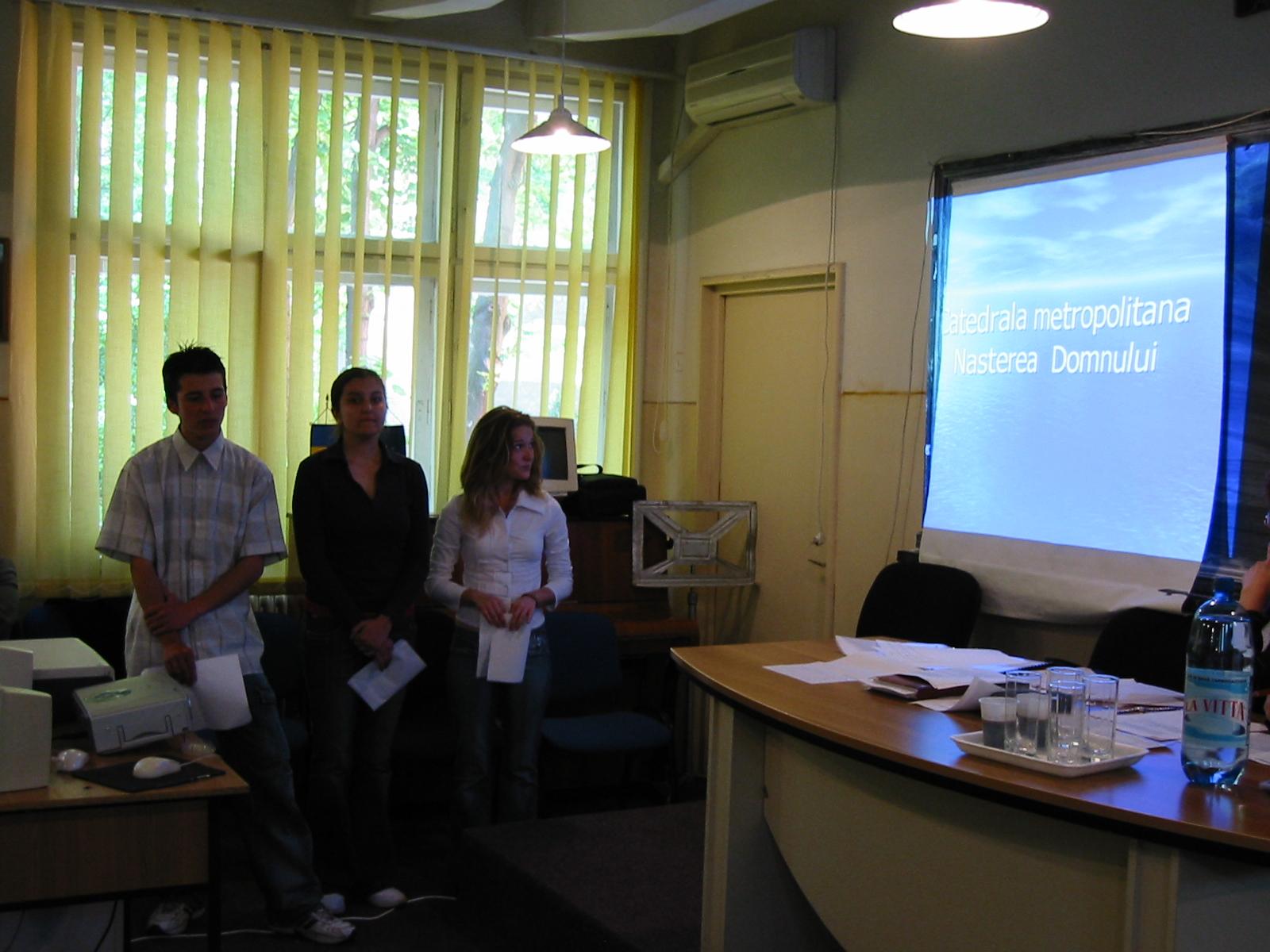 FOTO: Sesiunea de referate şi comunicări ştiinţifice pe teme de istorie – Bucureşti – 10 mai 2006